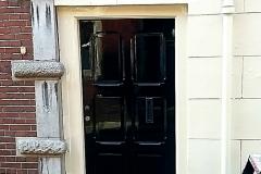 Zwarte deur in de verf